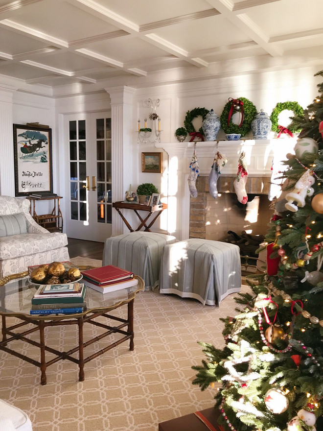 Traditional Home Christmas Decor Ideas with faux Christmas tree Traditional Home Christmas Decor #fauxchristmastree #TraditionalHome #ChristmasDecor