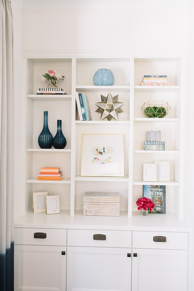 Benjamin Moore OC-17 White Dove Trim and Cabinetry Paint Color Benjamin Moore OC-17 White Dove - Semi-gloss Benjamin Moore OC-17 White Dove #BenjaminMooreOC17WhiteDove #semigloss #BenjaminMooreWhiteDove #BenjaminMooreOC17 #BenjaminMoore