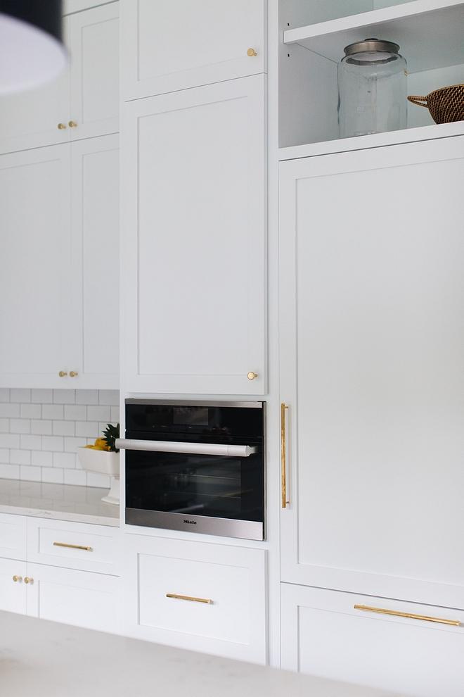 Unlacquered Brass Hardware Kitchen Unlacquered Brass Hardware White Shaker cabinet with Unlacquered Brass Hardware #kitchen #cabinet #kitchenhardware #UnlacqueredBrassHardware