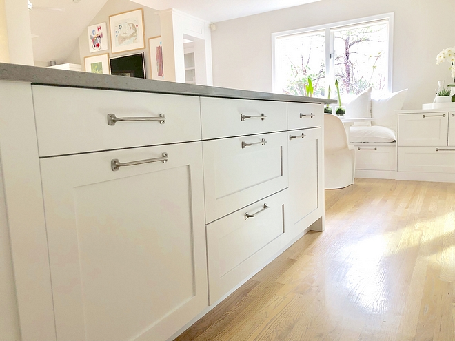 Kitchen Hardware The hardware that we chose throughout the house on the cabinets is a simple bar that we used on the drawers and cabinets to give it a modern and clean look #kitchen #hardware #cabinethardware