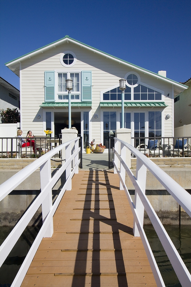 Beach house warf California Beach house wharf ideas Small lot Beach house wharf #Beachhouse #wharf