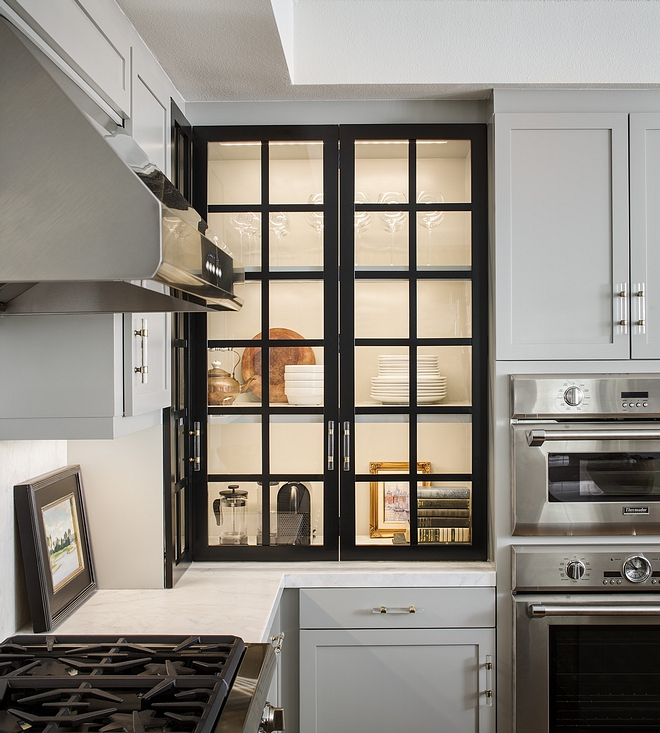 Black glass grid cabinet door The kitchen features a striking grid glass cabinet. This is an easy way to give a lot of personality to a kitchen without breaking the bank Black glass grid cabinet door Black glass grid cabinet door #Blackglasscabinetdoor #gridcabinetdoor