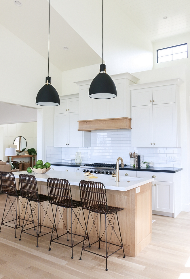 Benjamin Moore Simply White Walls, trim and cabinets are painted Benjamin Moore Simply White Benjamin Moore Simply White #BenjaminMooreSimplyWhite #BenjaminMoore