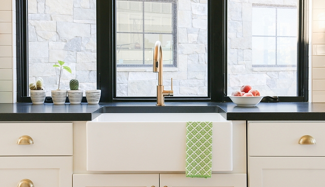White farmhouse kitchen with black windows above sink and black granite countertop #Whitefarmhousekitchen #blackwindows