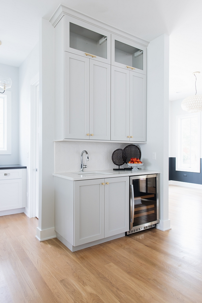 BM Silver Chain A wet bar, also painted in BM Silver Chain, completes this beautiful kitchen BM Silver Chain #BMSilverChain #wetbar #kitchen #kitchenbarcabinet #kitchenbar #bar #barcabinet
