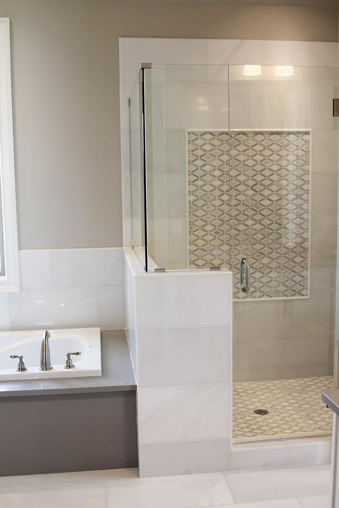 Slab Tub Frames I am loving the idea of having the tub framed with full slabs instead using tile. Here, the tub is framed with quartz slabs. Quartz is Silestone Kensho #tub #slab #framedtub