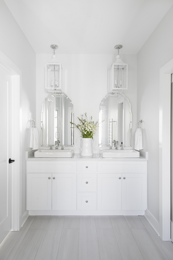 The master bathroom feels serene and calming Countertop is Marma Blanca Onyx White Onyx #masterbathroom #Countertop #MarmaBlancaOnyx #WhiteOnyx