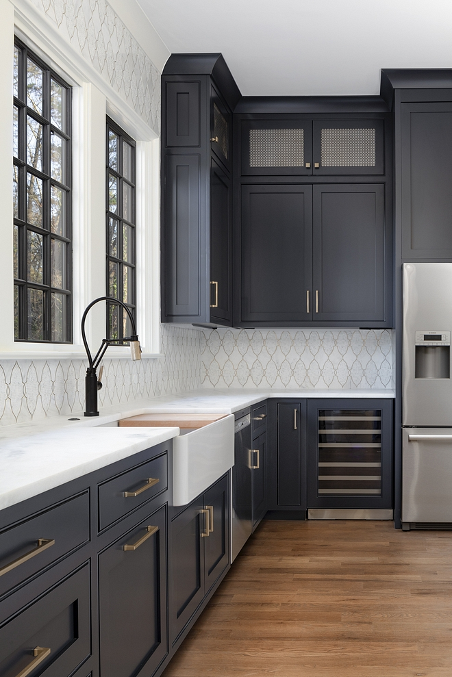 Benjamin Moore 2129-20 Soot The cabinetry in Benjamin Moore Soot looks truly dreamy with the Satin Brass hardware Drak Cabinte Kitchen Dark Cabinet Paint Color Benjamin Moore 2129-20 Soot cabinetry Benjamin Moore Soot #BenjaminMooreSoot #Cabinetry #BenjaminMoore #Darkcabinet #cabinetpaintcolor