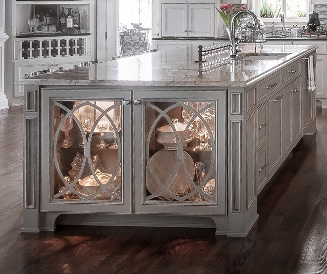 Eclipse mullion doors Cabinet with Eclipse mullion doors The kitchen island features a stunning display cabinet with Eclipse mullion doors #Eclipsemullion #Eclipsemulliondoors #CabinetEclipsemullion #Eclipsecabinetmullion