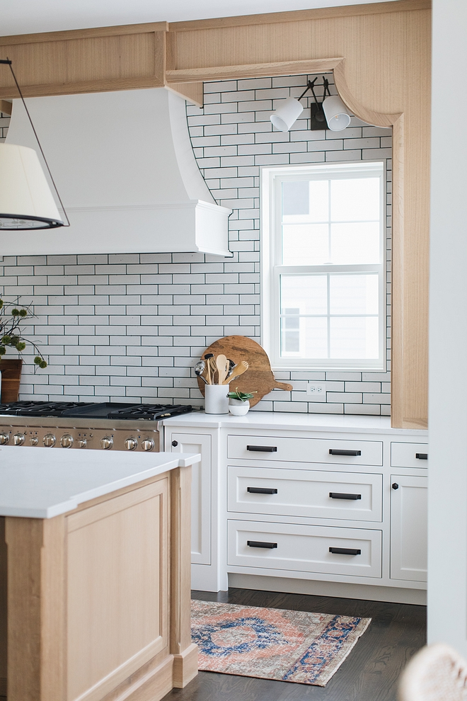 Benjamin Moore Simply White The rest of the kitchen is painted in Benjamin Moore Simply White #BenjaminMooreSimplyWhite