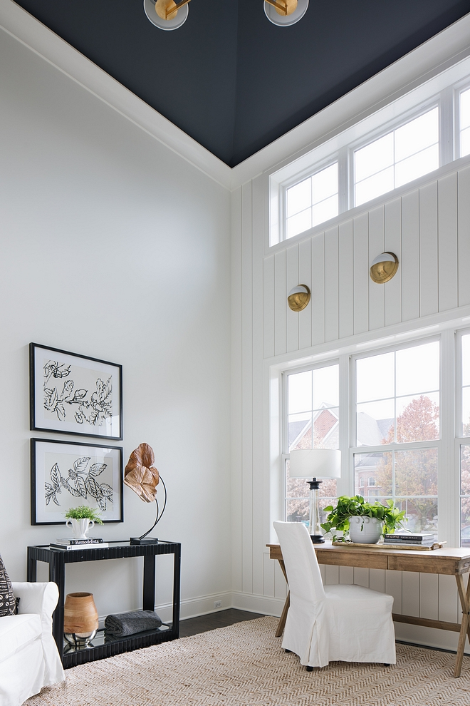 Ceiling paint color is Benjamin Moore Charcoal Slate and wall paint color is Benjamin Moore OC-117 Simply White Flat on walls to match Shiplap in Semigloss #BenjaminMoore #paintcolor #BenjaminMoorepaintcolors