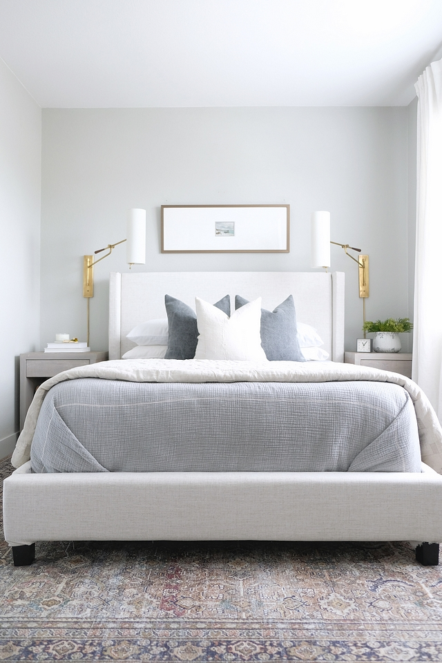 DIY Bed I reupholstered an existing bed to give it a clean linen look #DI #Bed #DIYBed #reupholsteringbed