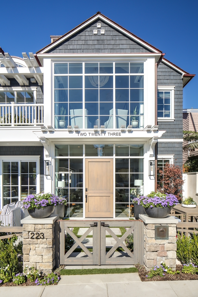 Windows Home Exterior window ideas Transoms Sidelights Front door windows A frame windows Window #windows #sidelights #transoms #exterior #homes