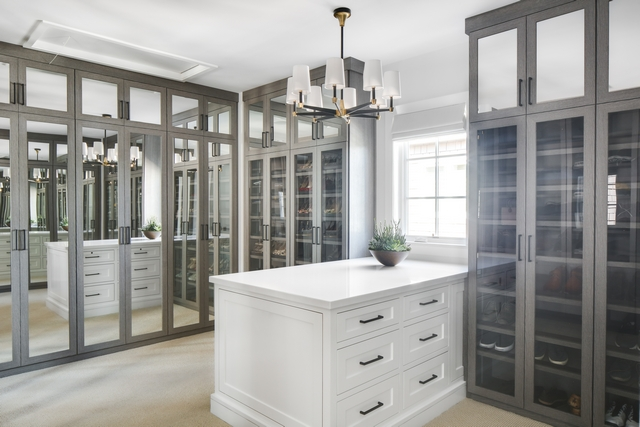 Dressing room Walk-in closet The dressing room cabinets feature glass or mirror doors This keeps all clothing and shoes organized and dust-free #dressingroom #walkincloset #closet