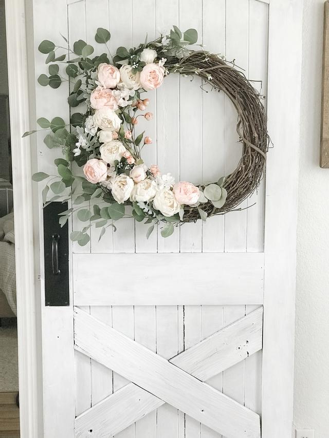 DIY Barn Door A beautiful wreath adds beauty to this diy barn door DIY Barn Door DIY Barn Door #DIYBarnDoor