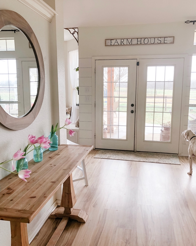 Sherwin Williams Alabaster Best off-whites for farmhouse interiors Sherwin Williams Alabaster Best off-whites for farmhouse interiors #SherwinWilliamsAlabaster #Bestwhitesforfarmhouseinteriors #whitefarmhouseinteriors #farmhouseinteriors
