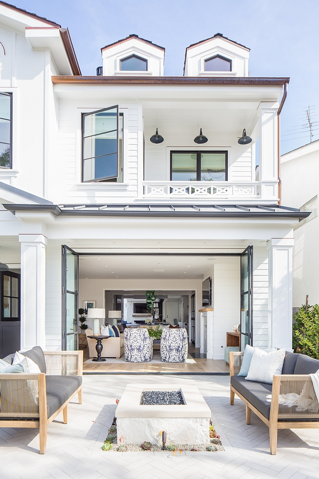 White Farmhouse Exterior Paint Color Dunn Edwards DEW 380 White Modern Farmhouse siding paint color White Farmhouse Exterior Paint Color Dunn Edwards DEW 380 White #WhiteFarmhouse #WhiteExterior #Whitesiding #WhitePaintColor #DunnEdwardsDEW380White