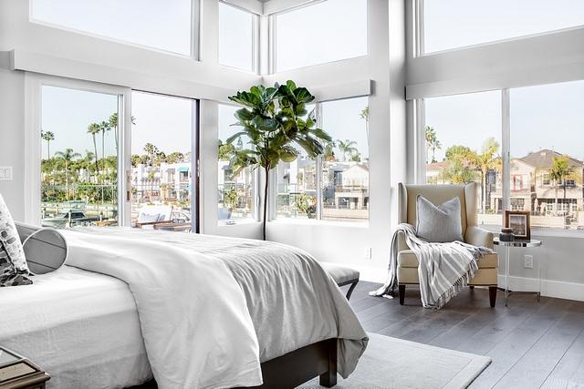 California beach house bedroom