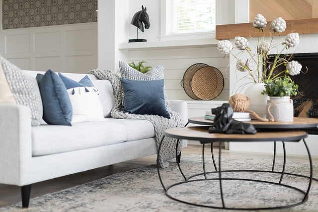 Living room textures Living toom decor I love playing with textures and layers as you can see from my sofa styling. The oversized knitted blanket and large chopped pillows make this a spot to melt into #livingroom #decor #textures #homedecor