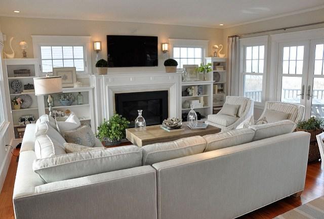 Living Room Ideas.  sala de estar con una función y una gran disposición del mobiliario.  Cuarto familiar.  diseño de la sala de estar con chimenea rodea incorporado.  #FamilyRoom #FamilyRoomBuiltin #LivingRoom #FurnitureLayout #Interiors