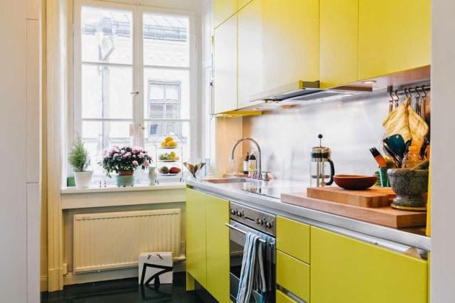 """Nhà bếp nhỏ đầy màu sắc """"width ="""" 640 """"height ="""" 426"""