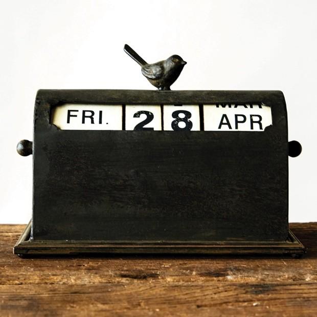 metal-perpetual-calendar-with-bird