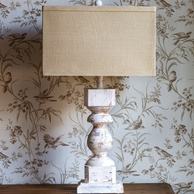 white-villa-post-lamp