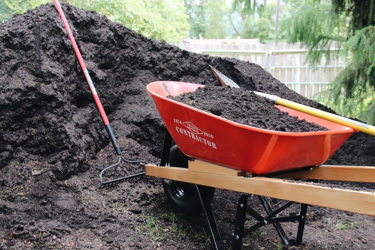 Types of soil what 39 s in your garden for Different uses of soil