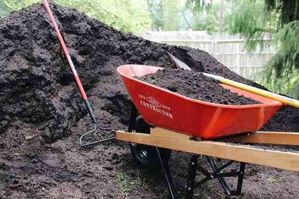 All about the different types of soil for your garden   Home for the Harvest #typesofsoil #gardening #soil #healthysoil #organicgardening #organic #permaculture
