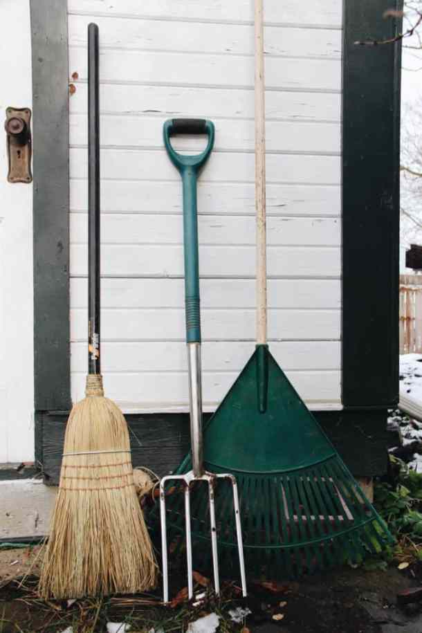 How to Get Your Garden Ready for Winter | Instructions for Every Area of Your Yard | Home for the Harvest | www.homefortheharvest.com