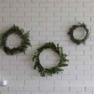 How to Make Simple Christmas Wreaths | Home for the Harvest