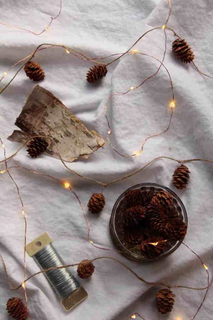 Pinecone Garland: A Simple Christmas Decoration