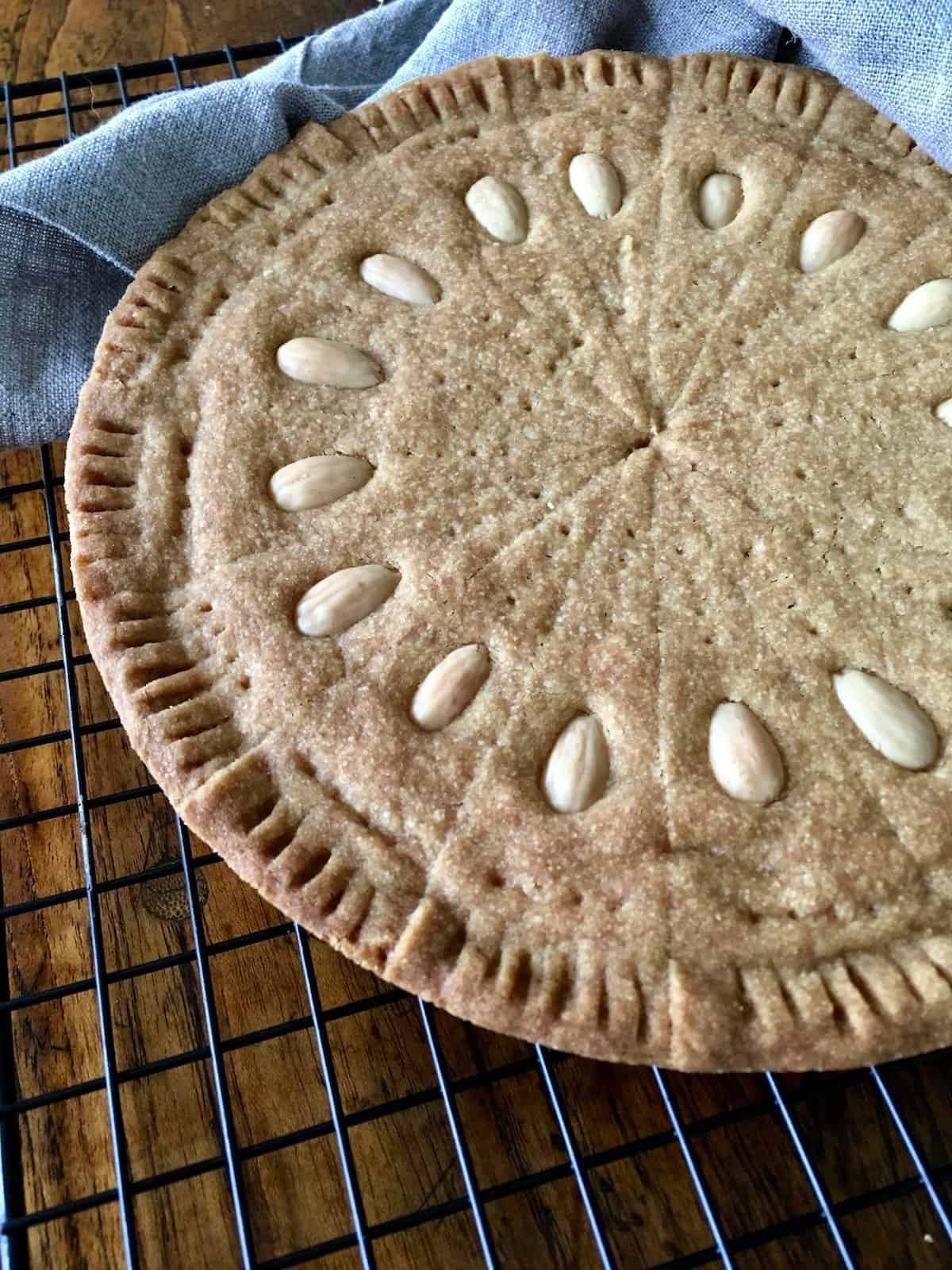 Scottish shortbread petticoat tails are SO buttery and delicious! Here's how Gran made her classic traditional Scotch shortbread. #petticoattails #scottishshortbread #shortbreadpetticoattails #petticoattailsshortbread