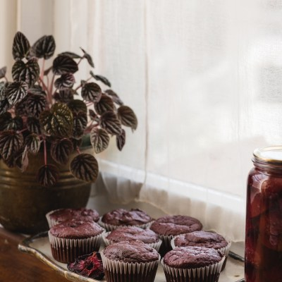 DRIED PLUM (Prune) & BEETROOT CHOCOLATE CAKES + How To: Semi-Dried Plums