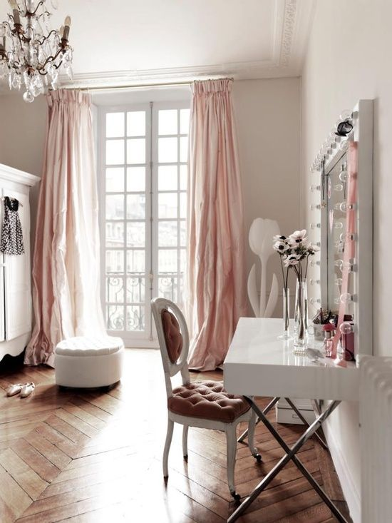 Vanity Room Is Perfect With The Use Of Natural Lighting. Vanity Room Ideas 2