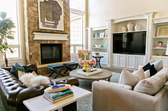 Effective living room layouts for your fireplace and tv for Design your own family room layout