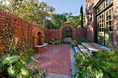How to Decorate Garden Brick Wall: 5 Ideas to Make It ... on Backyard Wall Decor Ideas  id=82357