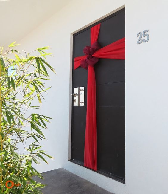 decoration originale et pas chere de la porte our noel