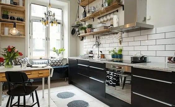 etageres ouvertes dans la cuisine 53