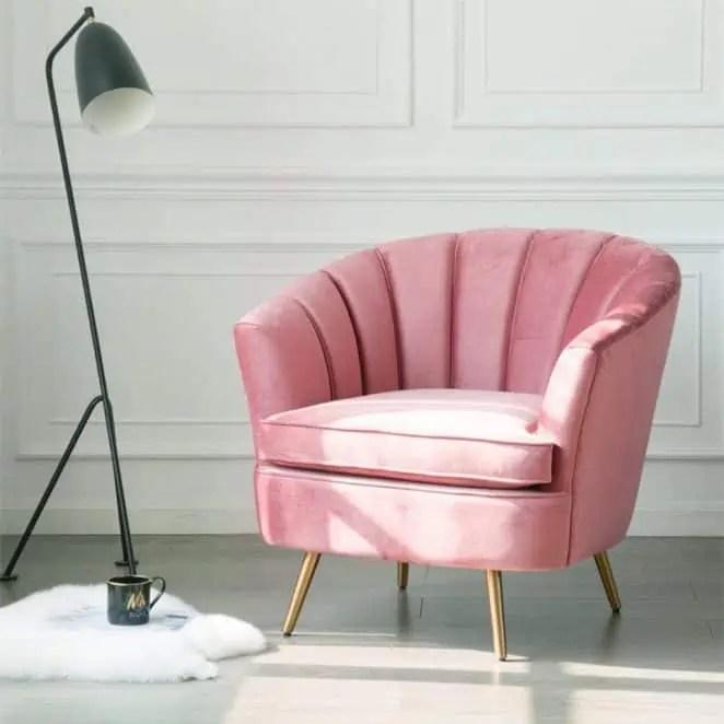 27 fauteuils en velours rose poudre