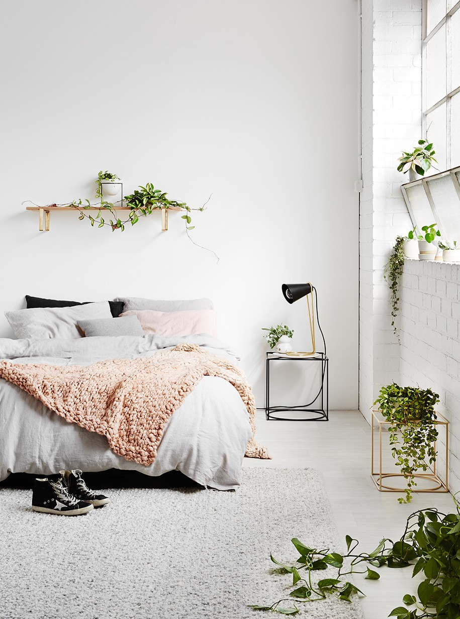 40 Minimalist Bedroom Ideas | Less is More | Homelovr on Bedroom Minimalist Ideas  id=49638
