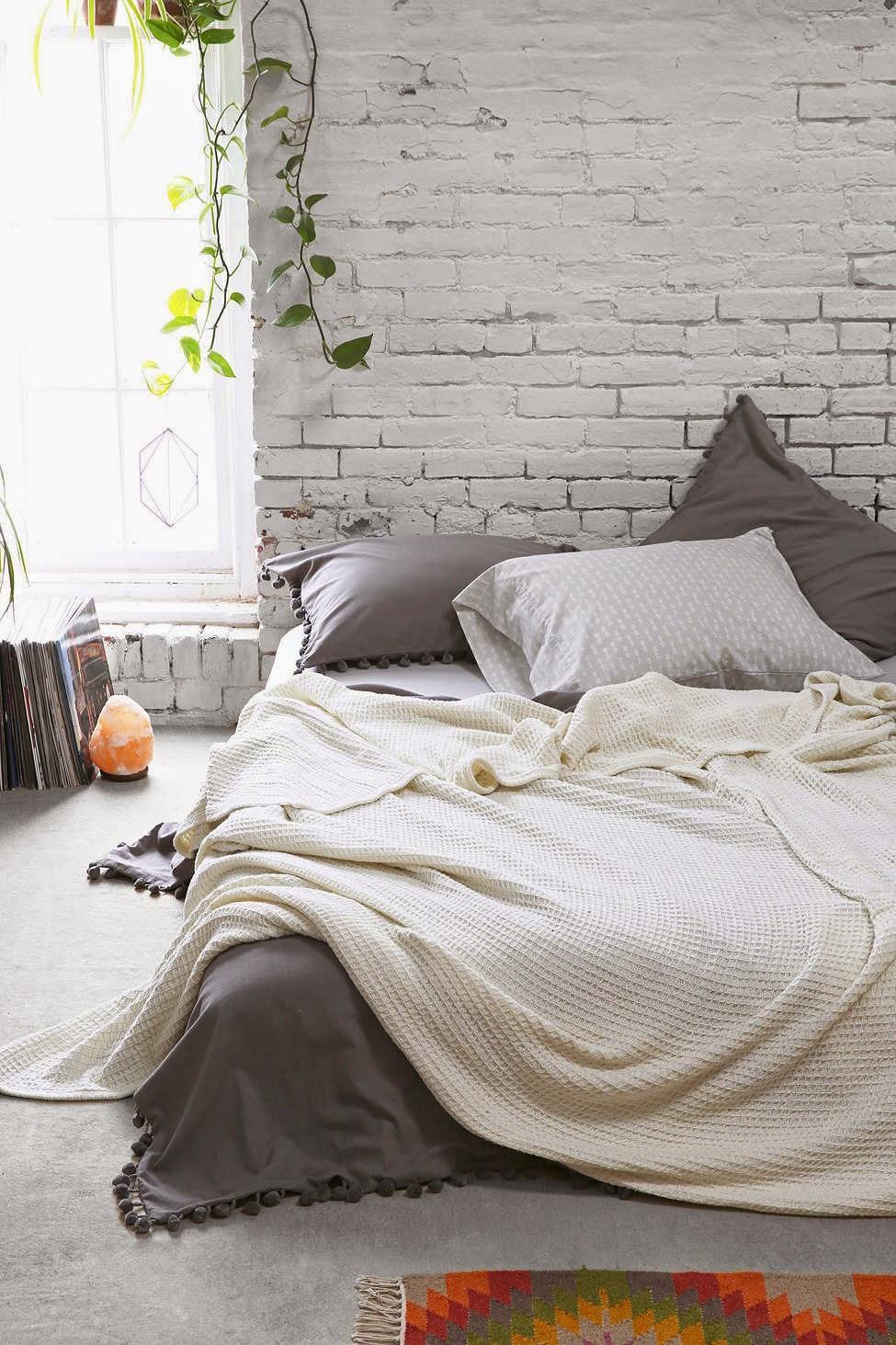 40 Minimalist Bedroom Ideas | Less is More | Homelovr on Minimalist Bedroom Ideas  id=87146