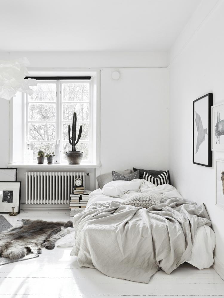 40 Minimalist Bedroom Ideas | Less is More | Homelovr on Bedroom Minimalist Ideas  id=64592