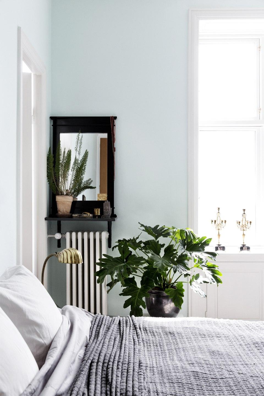 40 Minimalist Bedroom Ideas | Less is More | Homelovr on Minimalist Bedroom Ideas  id=77397