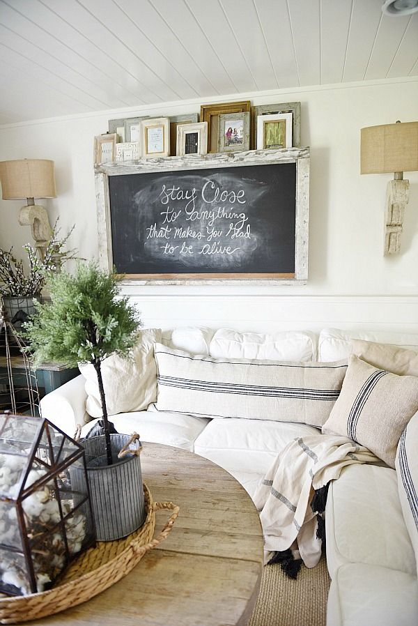27 Rustic Farmhouse Living Room Decor Ideas for Your Home   Homelovr Rustic Chalkboard Wall
