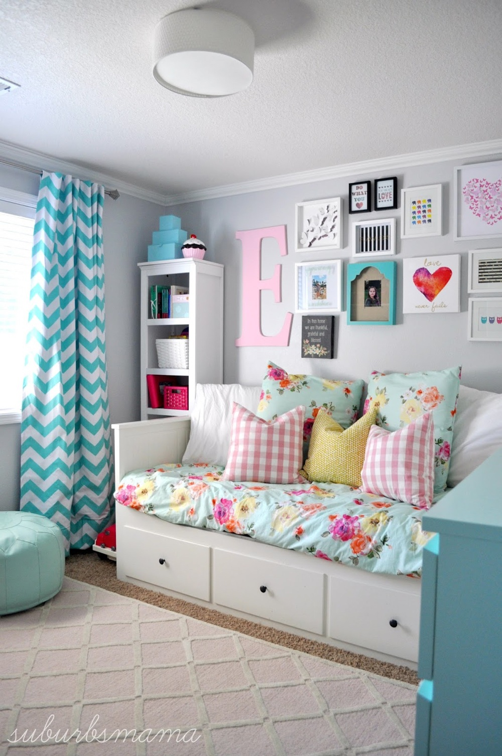 23 Stylish Teen Girl's Bedroom Ideas | Homelovr on Teenage Small Bedroom Ideas  id=81723