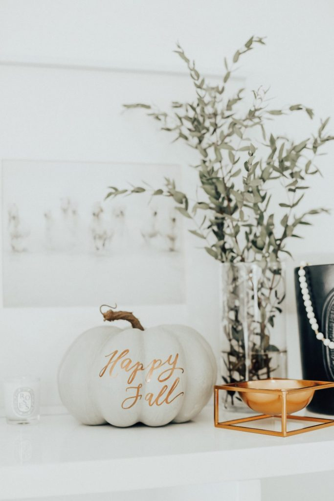 Happy Fall Pumpkin Decor
