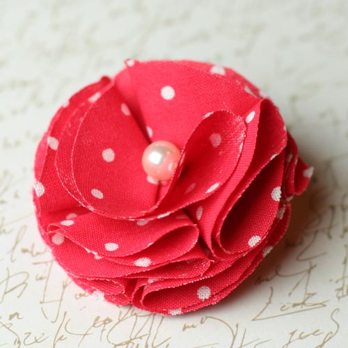 Easy to Make Fabric Flowers DIY Instructions make fabric flowers rounded thumb