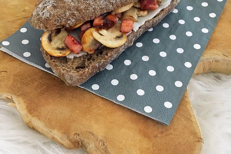 Broodje champignons, ham en geitenkaas