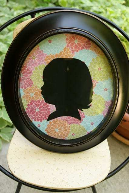 Make your own modern silhouette! Update it every year as your child's silhouette changes. Great for Mother's or Father's day!
